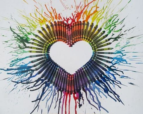 Romantic-DIY-Melted-Crayon-Design-Idea-with-Crayons-Arranged-to-Form-Heart-Shape-Splash-Melted-Tone-on-Outter-Side